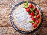 Рецепта Орехов кекс със сладко от ягоди